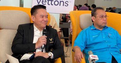 Datuk Seri How and Angkasa President Datuk Abdul Fattah Abdullah2